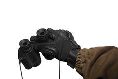 Prismáticos aislados de la tenencia de brazo del soldado Fotografía de archivo libre de regalías