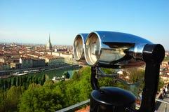 Prismáticos de la visión que visitan puntos de interés Fotos de archivo