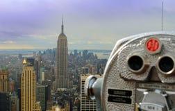 Prismáticos turísticos en Nueva York foto de archivo libre de regalías