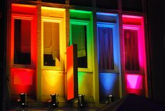 Prismatische Farben, Regenbogen-farbiges buildung lizenzfreie stockfotos
