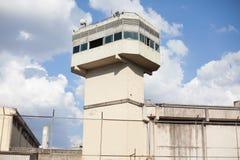 Prison entourée par la porte image libre de droits
