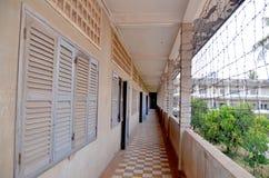 Prison extérieure du lycée S-21 de Khmer Rouge Photographie stock libre de droits