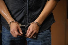 Prisonnier dans des menottes Images libres de droits