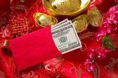 Prisonnier de guerre chinois d'ANG de nouvelle année avec des dollars à l'intérieur Photo stock