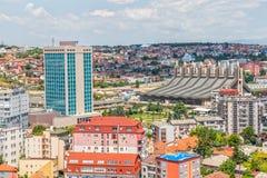 Pristina-Antenne mit Boris- und Ramiz-Sporthalle Stockbilder
