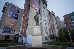 PRISTINA KOSOVO - NOVEMBER 12, 2016: Bill Clinton staty på Bill Clinton Boulevard i huvudstaden av Prishtina Royaltyfria Bilder