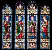 Prittlewell, Essex, Großbritannien, am 6. Juli 2018: Buntglasfenster, das Heilige an Kirche St. Marys, Prittlewell, Essex darstel lizenzfreies stockfoto