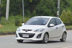 Privé auto Mazda 2 wit Royalty-vrije Stock Fotografie