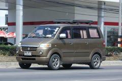 Privé auto, Mini Van van Suzuki APV Royalty-vrije Stock Afbeeldingen
