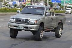 Privé Bestelwagenauto, de tijgervrachtwagen van Toyota Hilux stock foto's