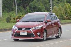 Privé Stadsauto, Toyota Yaris 2016 stock afbeelding