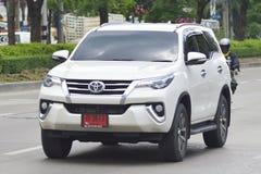 Privé suvauto, de Auto van Toyota Fortuner Suv stock foto's