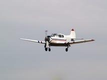 Privé vliegtuigen op definitieve benadering Stock Afbeelding