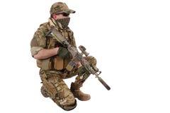Privött Militär Företag leverantör med anfallgeväret arkivfoto