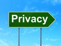 Privacy op verkeerstekenachtergrond Stock Afbeeldingen