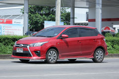 Privat Eco bil, Toyota Yaris Royaltyfri Fotografi
