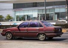Privat gammal bil, Toyota krans royaltyfria bilder