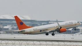Privat Jet ALBERT BALLIN, Boeing 737-700 en nieve almacen de video