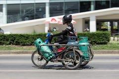 Privat motorcykel för leveransgas LPG Arkivbild