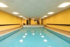 Privat simbassäng i en byggnad royaltyfri foto