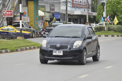 Privat stadsbil, Toyota Yaris 2009 Royaltyfri Bild