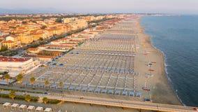 Privat strand, flyg- sikt, Tuscany Royaltyfri Bild