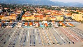 Privat strand, flyg- sikt, Tuscany Arkivbild