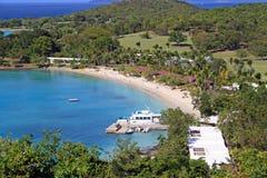 Privat strand i St John som är karibiskt Arkivbild