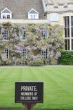 Privat tecken av den historiska högskolan Arkivfoto
