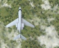 Private Flugzeugfliege über dem Wald mit Wolken Beschneidungspfad eingeschlossen Lizenzfreie Stockbilder
