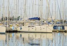 Private Yachten im Jachthafen Stockfoto