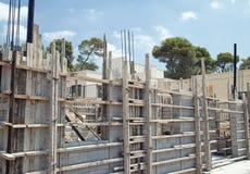Privateigentumaufbau mit konkreten Ziegelsteinen Stockfoto