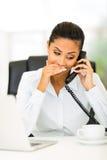 Privater Anruf des Büroangestellten Lizenzfreies Stockbild