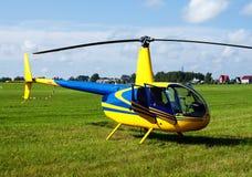 Privater gelber Hubschrauber Lizenzfreies Stockbild