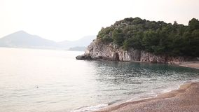 Privater Strand des Hotels Sveti Stefan, nahe der Insel Monten stock video footage