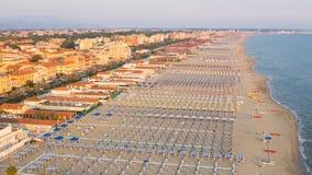 Privater Strand, Vogelperspektive, Toskana lizenzfreies stockbild