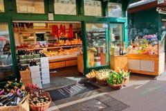 Privates Geschäft auf dem alten populären Markt Stockfotos
