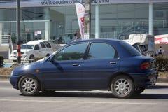 Privates kleines altes Auto, Mazda 121 Stockfotografie