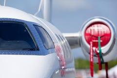 Privatjetfläche auf dem Flugplatz lizenzfreies stockfoto