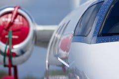 Privatjetfläche auf dem Flugplatz lizenzfreie stockfotografie