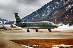 Privatjets im Flughafen von St. Moritz Switzerland stockfotografie