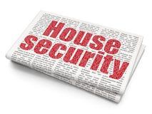Privatlebenkonzept: Haus-Sicherheit auf Zeitung Lizenzfreie Stockfotos
