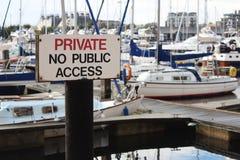 Privato nessun bordo di accesso pubblico fotografia stock libera da diritti