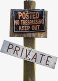 Privato rurale nessun segno violante sulla posta di legno Fotografia Stock Libera da Diritti