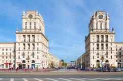 Privokzalnaya quadrieren Tore von Minsk, Minsk, Weißrussland lizenzfreie stockfotos