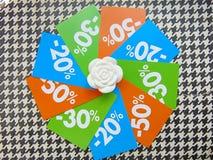 Prix à payer de vente d'été en cercle autour de la fleur blanche Images libres de droits