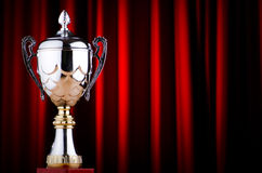 Prize Cup gegen den Hintergrund Stockbilder