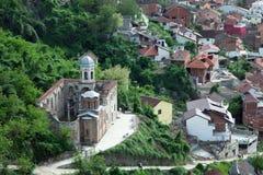 Prizren Kosovo: Ortodox kyrka som är skadad under krig Royaltyfri Foto
