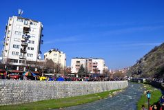 Prizren tijdens de viering van de 10 jaar van onafhankelijkheid van Kosovo stock afbeelding