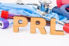 PRL简称或首字母缩略词,在实验室,科学,研究或者医疗工作意味催乳激素测试,在前景机智 免版税库存图片